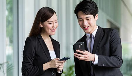 広域での通信が可能な他、スマホのGPS機能を活用した位置情報機能もあります